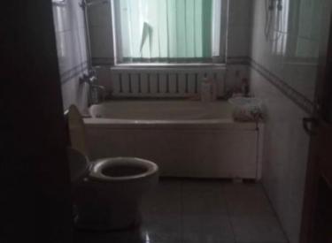 靓马新村 4室 2厅 2卫 220㎡ 年付