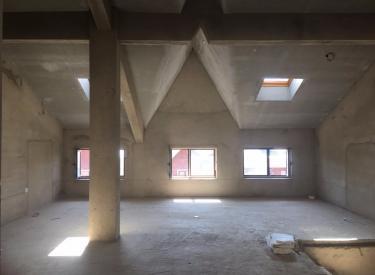 美弗霞湾联排别墅共六层能安电梯带地下室车库花园只卖全款随时看