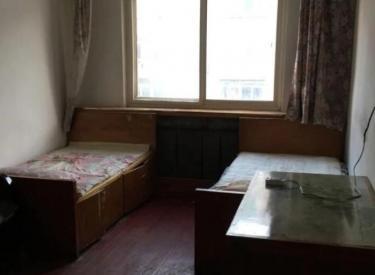大悦城东走300米吉隆家园南北四楼三室一厅月租1500