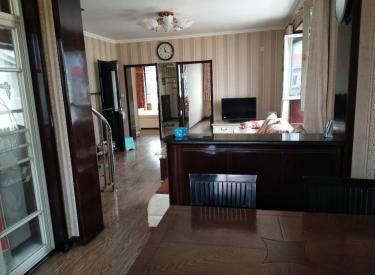多层六楼 带露台阁楼 和惠家园 三室两卫 装修好送所有家电