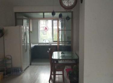 太湖国际,紧挨地铁,出行方便,婚装首租南北两室户型,看房方便