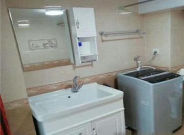 精装一居室 可做两居室 物业取暖双包 带阁楼 随时看房