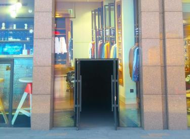 (出售)沈北辉山 唯一商业广场 万隆 旺铺出售 一层抵两层