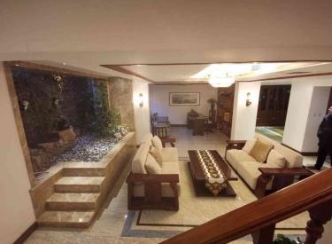 中海寰宇天颂洋房 一楼带地下室带花园 豪华装修 超便宜 急售