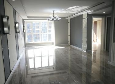 伊湾尊府 两室精装 拎包即住 楼下就是地铁口