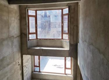 保利溪湖林语三期别墅 使用面积500㎡ 带地下室两个车位