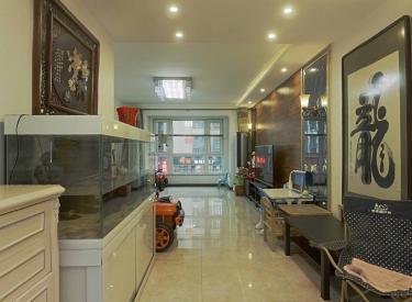 金地名京万达星摩尔保工 三室两厅 精装修 有露台  看房方便