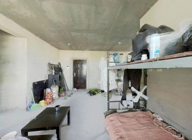 顶楼南北通透业主诚心出售亚泰城二期的房子