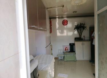126总校 宝环社区 南市地铁出口附近4楼两室 空户 随时看