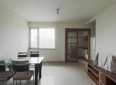 碧桂园 太阳城  此房满五,南北通透,带家具家电,采光充足。