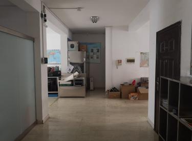 七彩阳光小区 3室 2厅 1卫 138.46㎡ 有库房50平