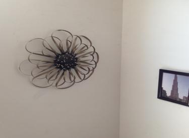墙身刷高级乳胶漆,配精美石膏线