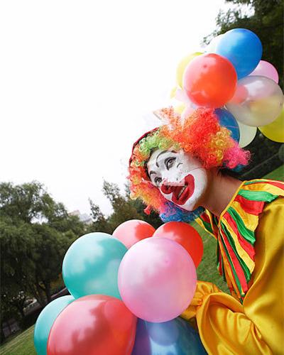为小朋友扭出最喜欢的气球,而且还可以和可爱的卡通人物免费拍照哦