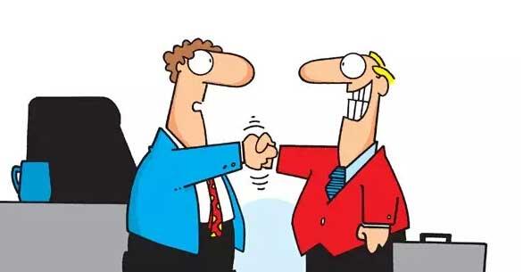 确保房源信息真实,收费将更规范透明 当前,一些中介机构为吸引客户、招揽业务、提高收益,在经营中藏猫腻:有的发布虚假房源或已成交的房源信息,有的恶意标低价格,有的隐瞒房屋存在抵押等信息,有的则存在收费不规范、不透明等问题。 为了让中介经营行为更规范,《意见》在制度设计上作出了如下规定: 实行房源信息核验制度。中介在发布房源信息前,经委托人同意后要到房地产主管部门核验房源信息,确保发布的房源真实存在、可以交易。 编制房屋状况说明书。中介发布房源信息要编制房屋状况说明书,标明房源信息核验情况、房地产中介服务