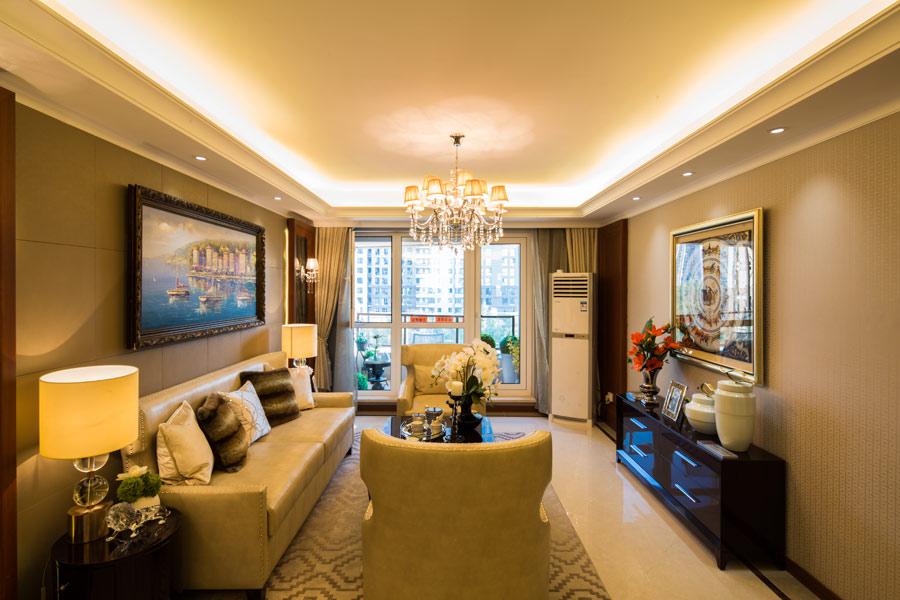 140平三室两厅两卫客厅