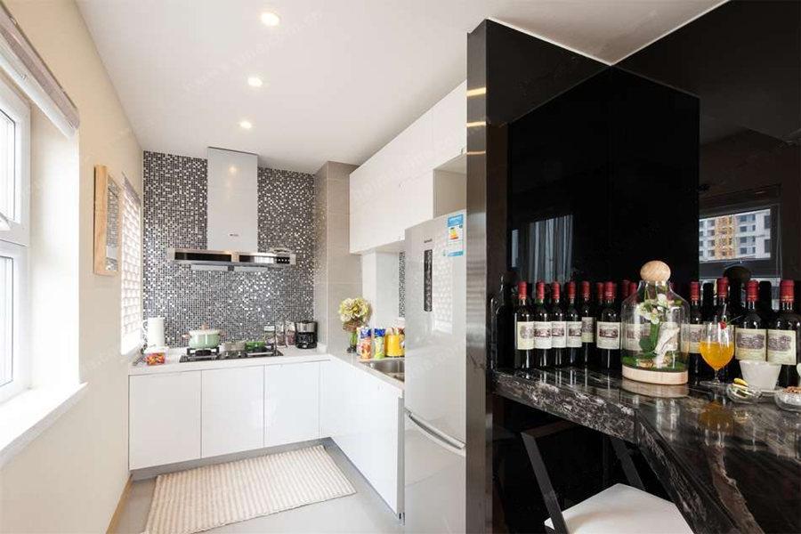 71平一室两厅一卫厨房