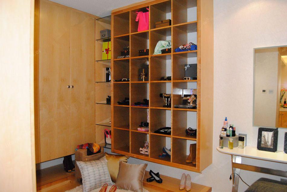 80平两室两厅一卫衣帽间