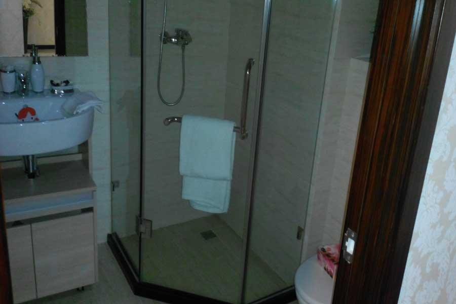 84平两室两厅一卫卫生间