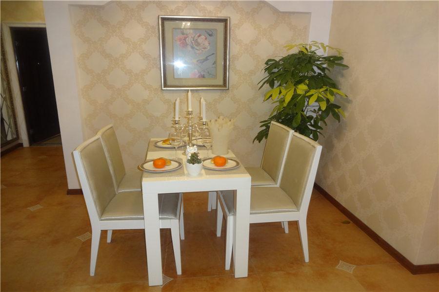 99平两室两厅一卫餐厅