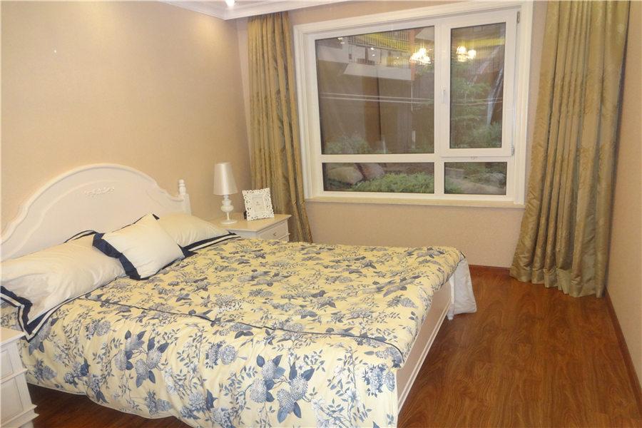 99平两室两厅一卫主卧