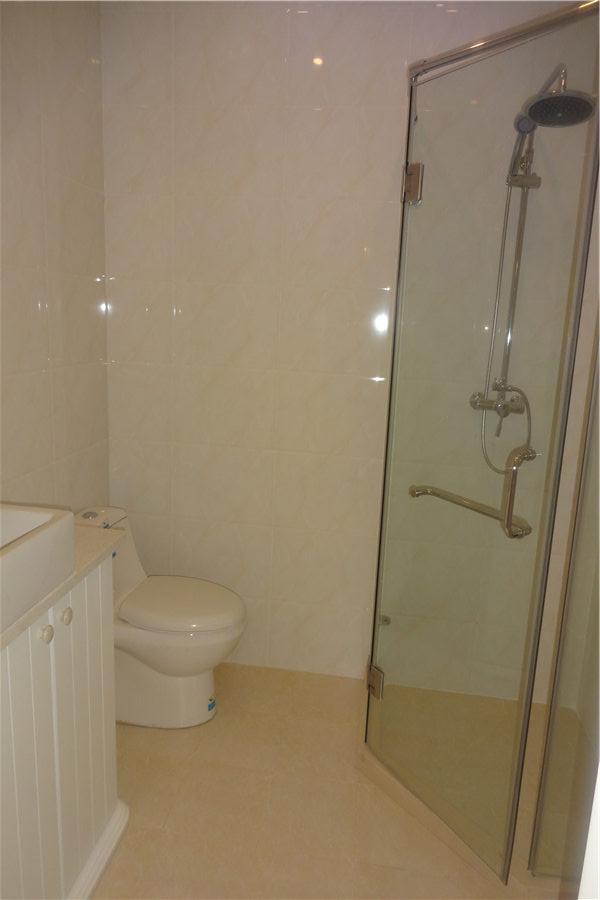 99平两室两厅一卫卫生间