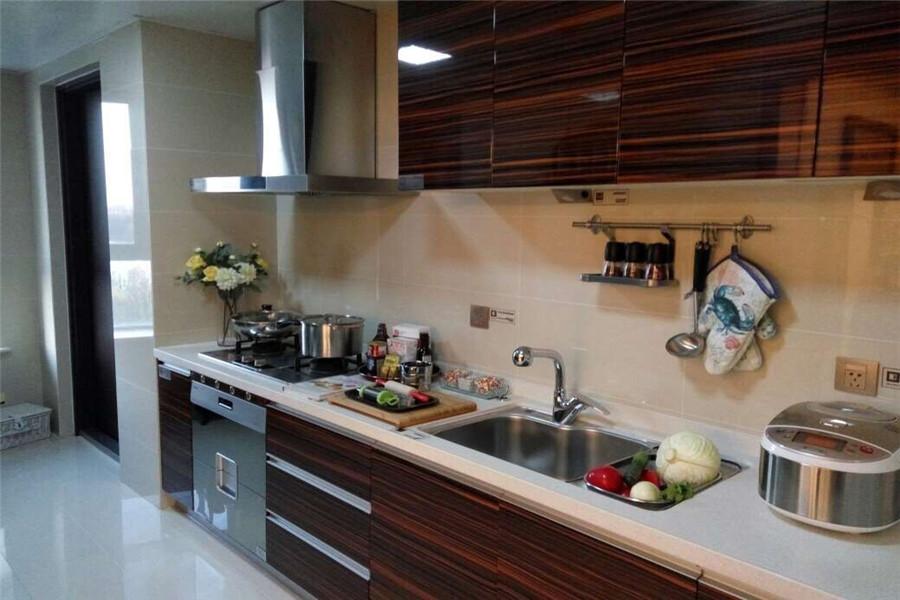 208平四室两厅三卫厨房