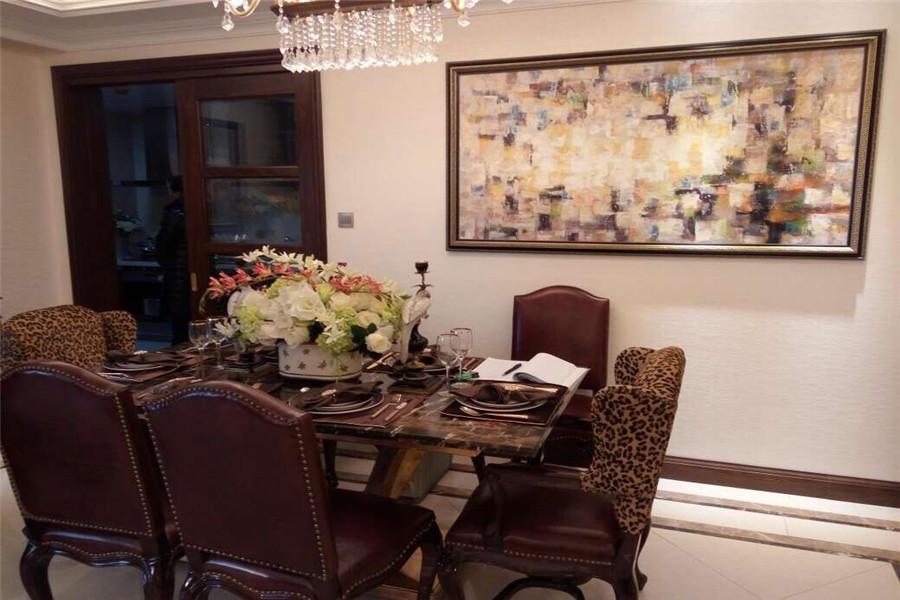 208平四室两厅三卫餐厅