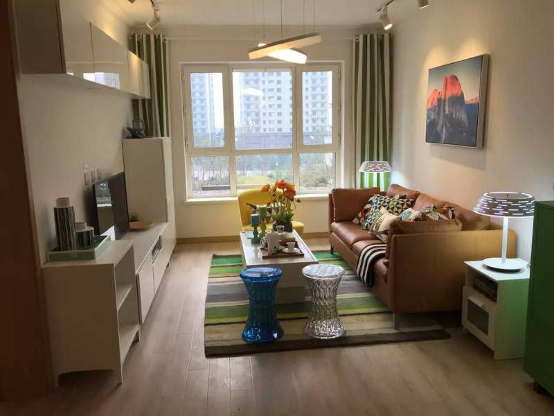 135平三室两厅两卫客厅
