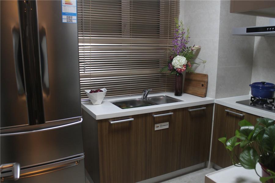 106平3室2厅1卫厨房