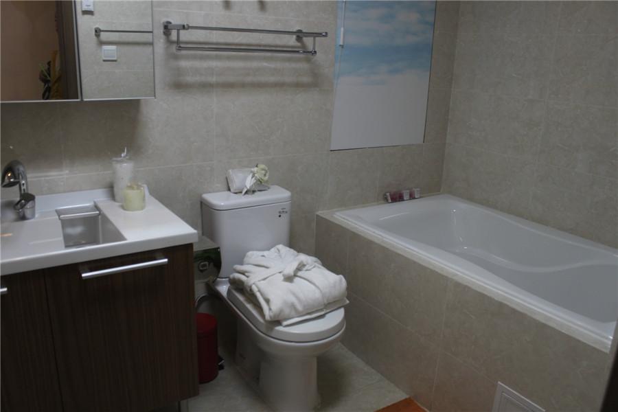 128平4室2厅2卫卫生间