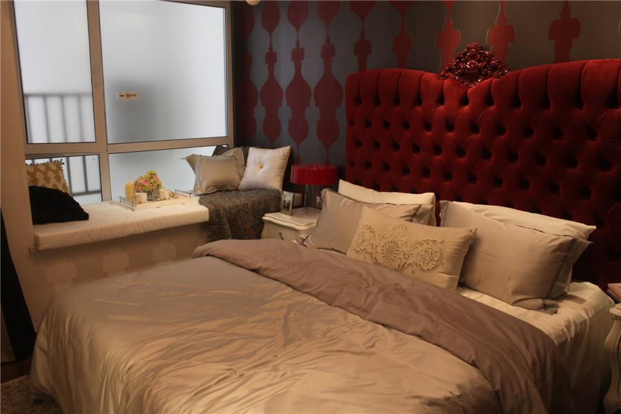 128平4室2厅2卫卧室