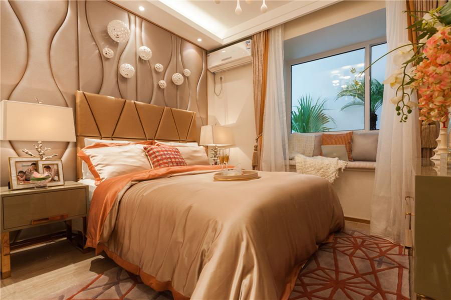 两室两厅一卫72平卧室样板间