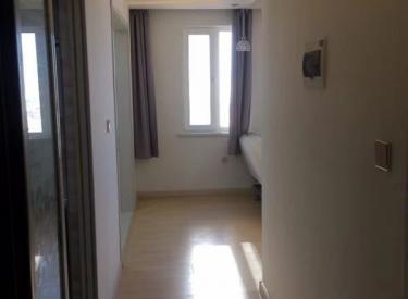 碧桂园凤凰城西区门口位置,一室,家电齐全带空调