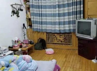 五爱西区楼上出租家用电器齐全70平1200非常便宜