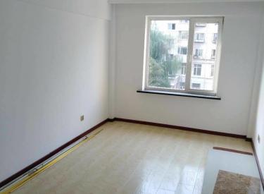 工人新村二期2楼62米精装修地热南北二室一厅