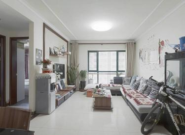 恒大城二期   精装两室  房子保持好 楼层好  看房方便