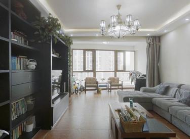 雅居乐电梯洋房三楼,精装三室,交通便利,户型标准